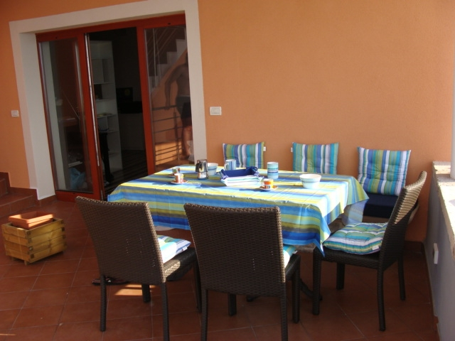 Table on terrace apartment Spacal Piran (2)